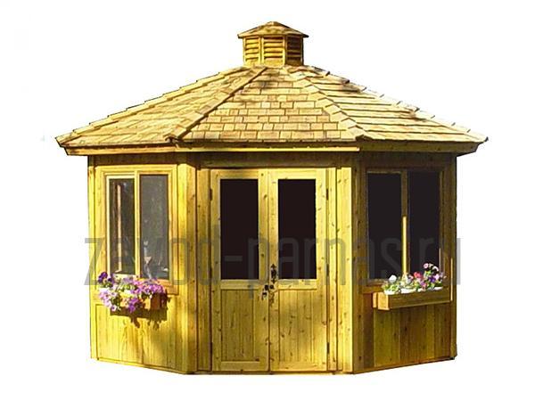 Комфортная деревянная беседка во двор дома
