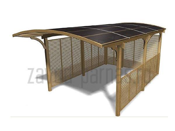 Удобный деревянный навес для частного дома