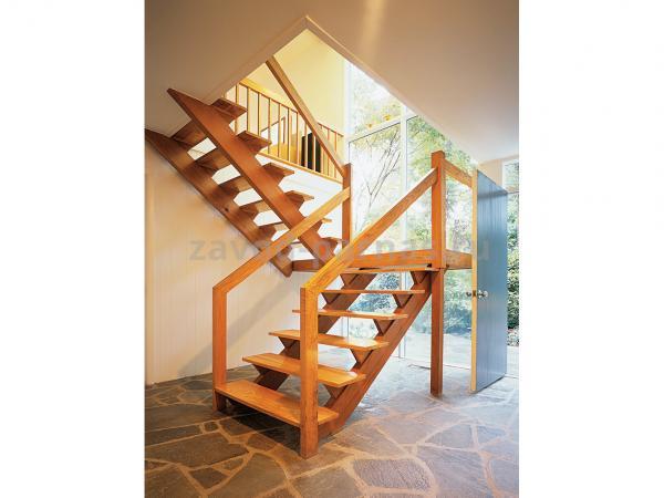Интерьерная деревянная лестница на второй этаж