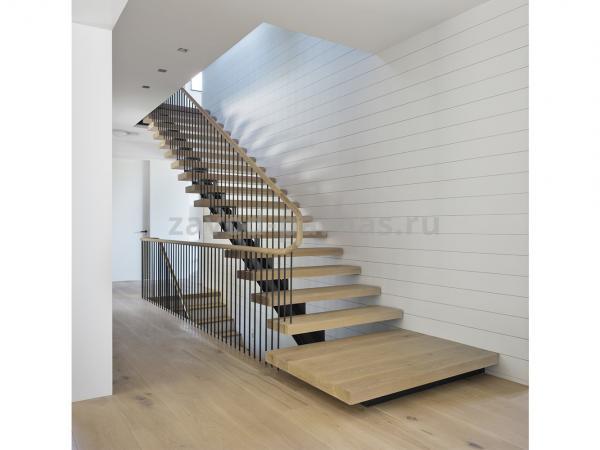 Для дома деревянная лестница на второй этаж