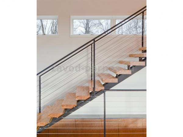 Красивая лестница на второй этаж из дерева