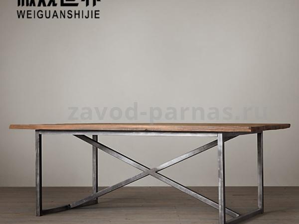 Деревянный столик лофт на металлическом каркасе