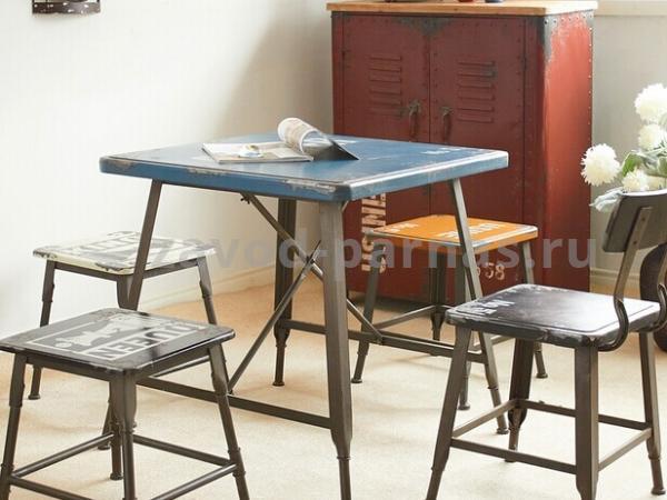 Обеденный столик в стиле лофт из дерева и металла
