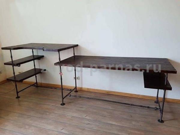 Письменный столик в стиле лофт из металла и дерева